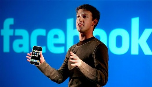 CEO Apple tặng iPhone 5 cho 'trùm' Facebook