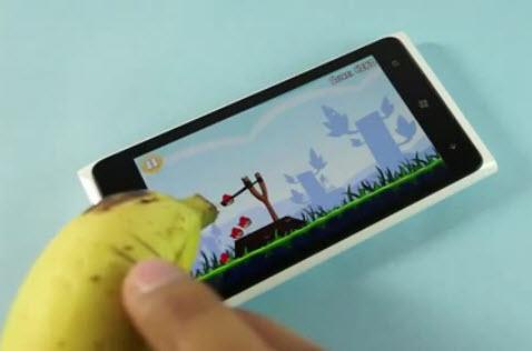Dùng chuối, chơi, Angry Birds, Nokia Lumia 920, thiết kế web